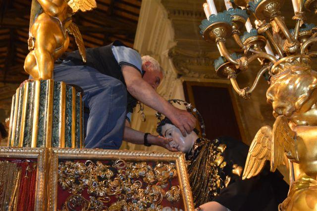Giugno Antoniano 2013, reposizione della statua del santo. Foto di Massimo Renzi