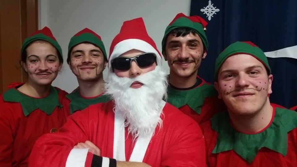 Babbo Natale E Gli Elfi.Eventi Natalizi A Grotti