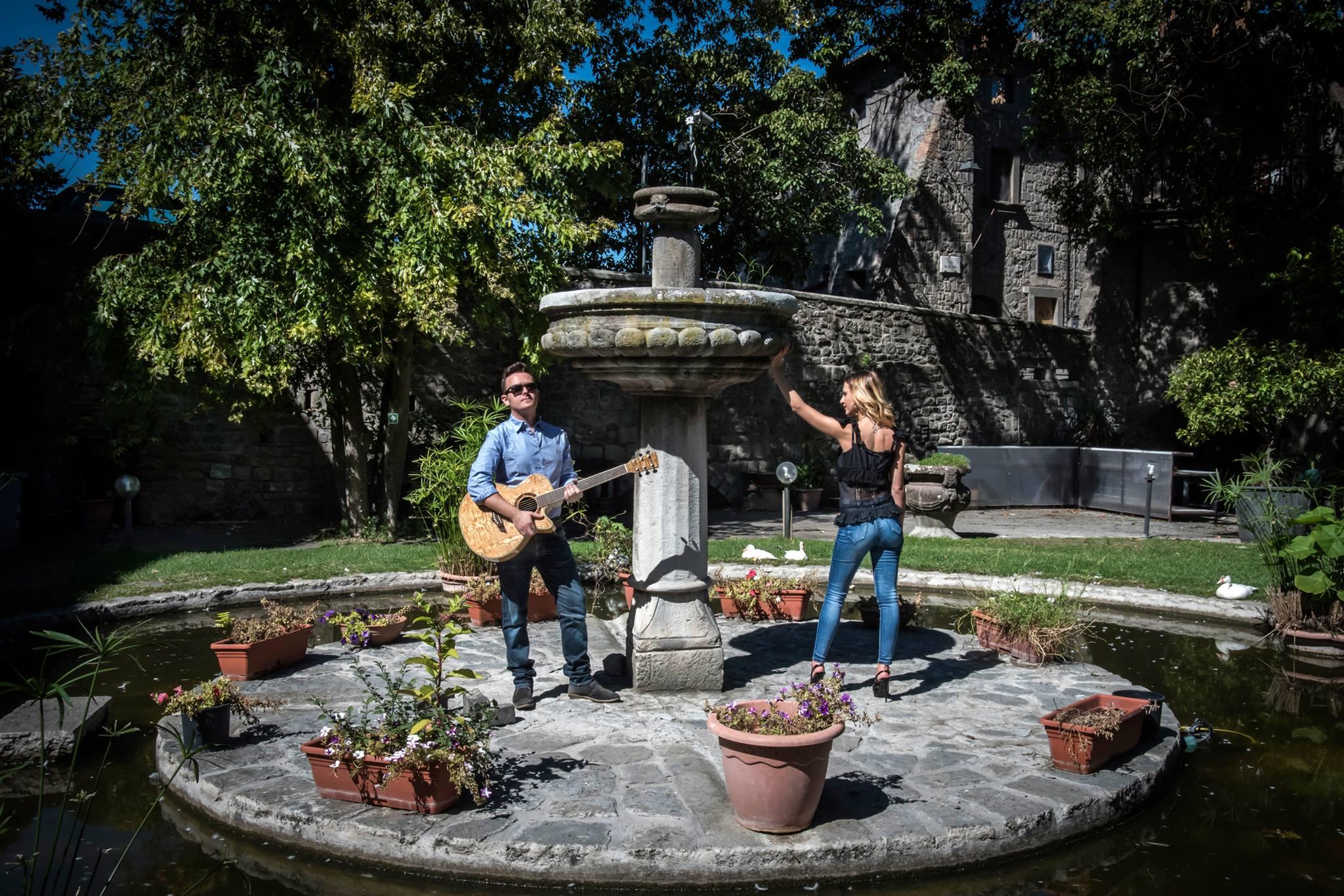 Vini & Vinili / Dejavu Acoustic Duo