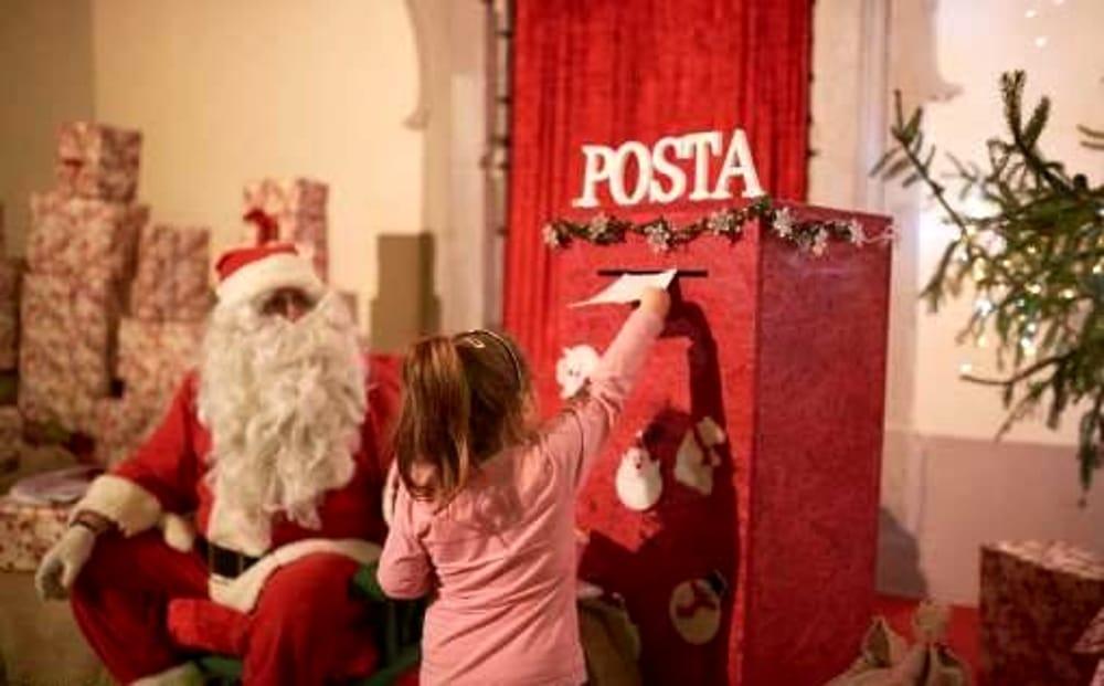 Babbo Natale 50.Poste Italiane Pensa Ai Bambini Con La Speciale Cassetta Di Babbo Natale
