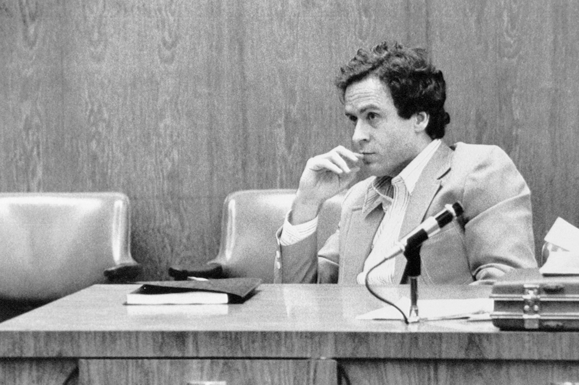 Amici della Biblioteca / Ted Bundy-il male assoluto