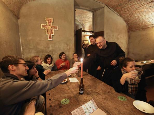 Con Francesco nella Valle / Pub francescano